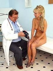 Mature Anezka visiting gyno physician to get gyno check up